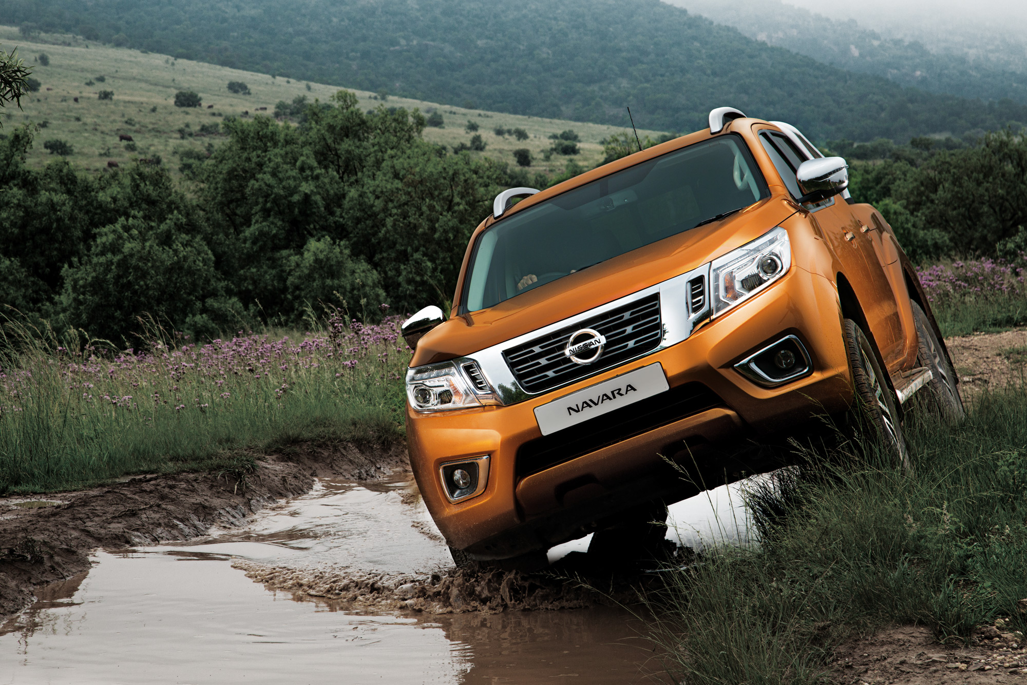 <p>The Navara comes into its own where it matters most – inside the cabin. Feeling solid and refined, it has taken a great leap forward over the old Navara, and brings interior comfort levels right up there with the likes of the gentleman's bakkie, the VW Amarok.</p>