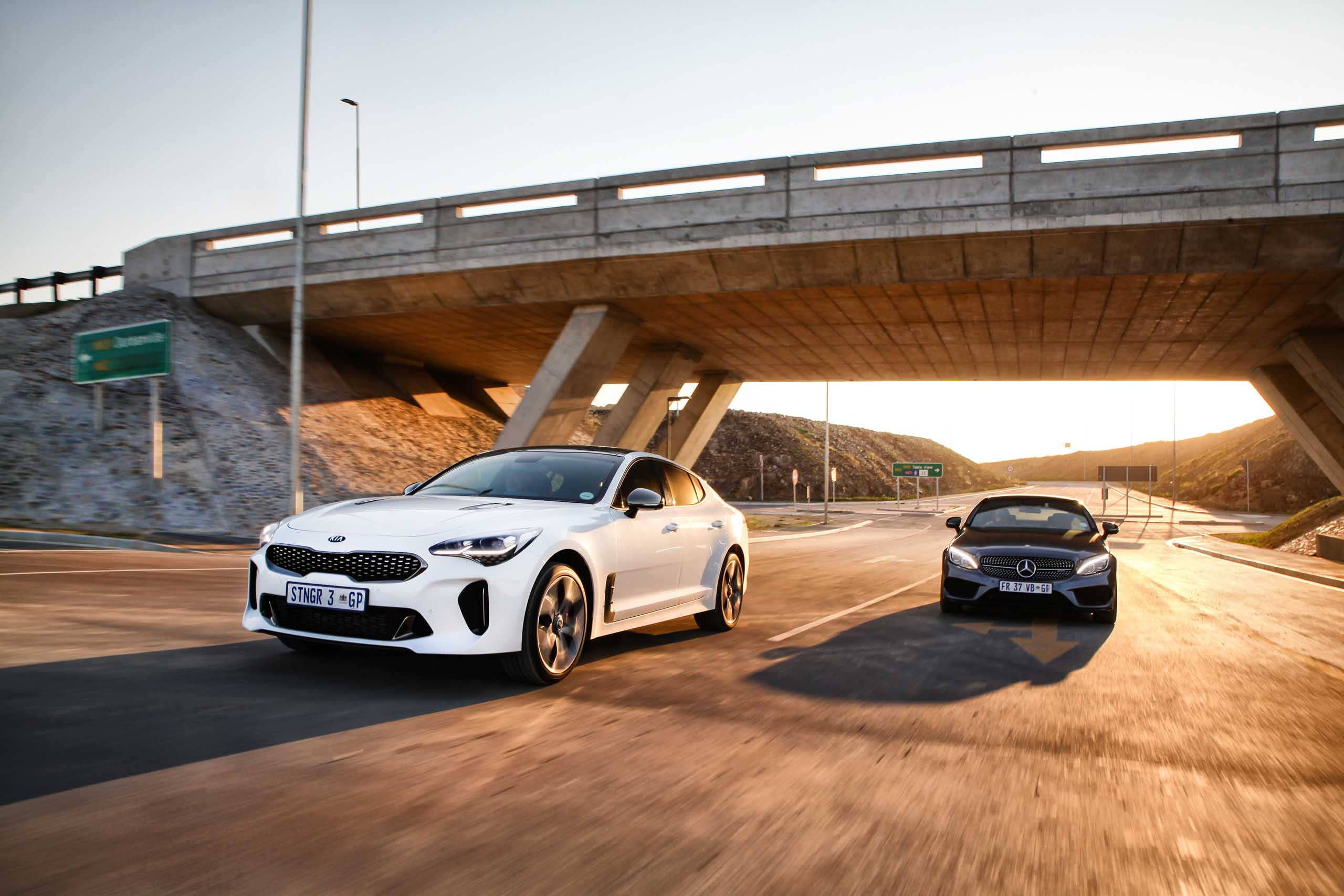 KIA Stinger 3.3T GT vs Mercedes-AMG C43 Coupe 4Matic